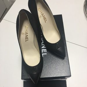 CHANEL black pump